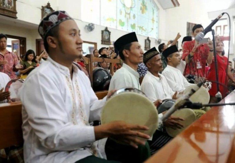 Miris!Tabuhan Rebana Santri Demak Iringi Prosesi Natal di Semarang