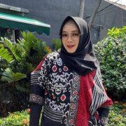 artis Rina Gunawan dikabarkan meninggal dunia. Berita tersebut dibenarkan oleh manajer Rina Gunawan, Evi G Margarhetna. Foto: Detikcom
